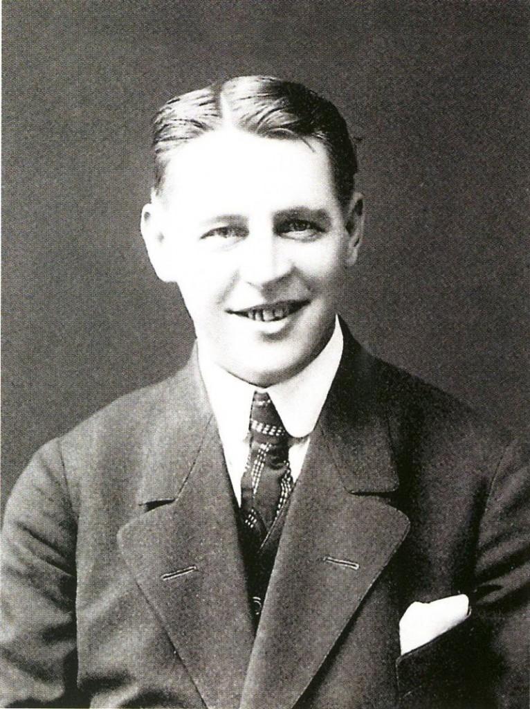 J. Alfred Tanner oli yksi 1900-luvun alun suosituimmista kuplettilaulajista, jolta on säilynyt levytettynä 65 kappaletta. Tanner seurasi innokkaasti urheilua. Hän rahoitti esiintymisillään Hannes Kolehmaisen valmentautumista Tukholman olympiakisoihin 1912.