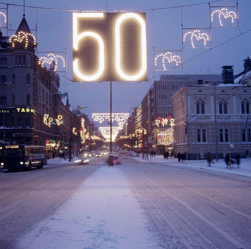 Tampereella vietettiin 1967 valoviikkoja itsenäisyyden 50-vuotisjuhlan kunniaksi. (Museokeskus Vapriikki)