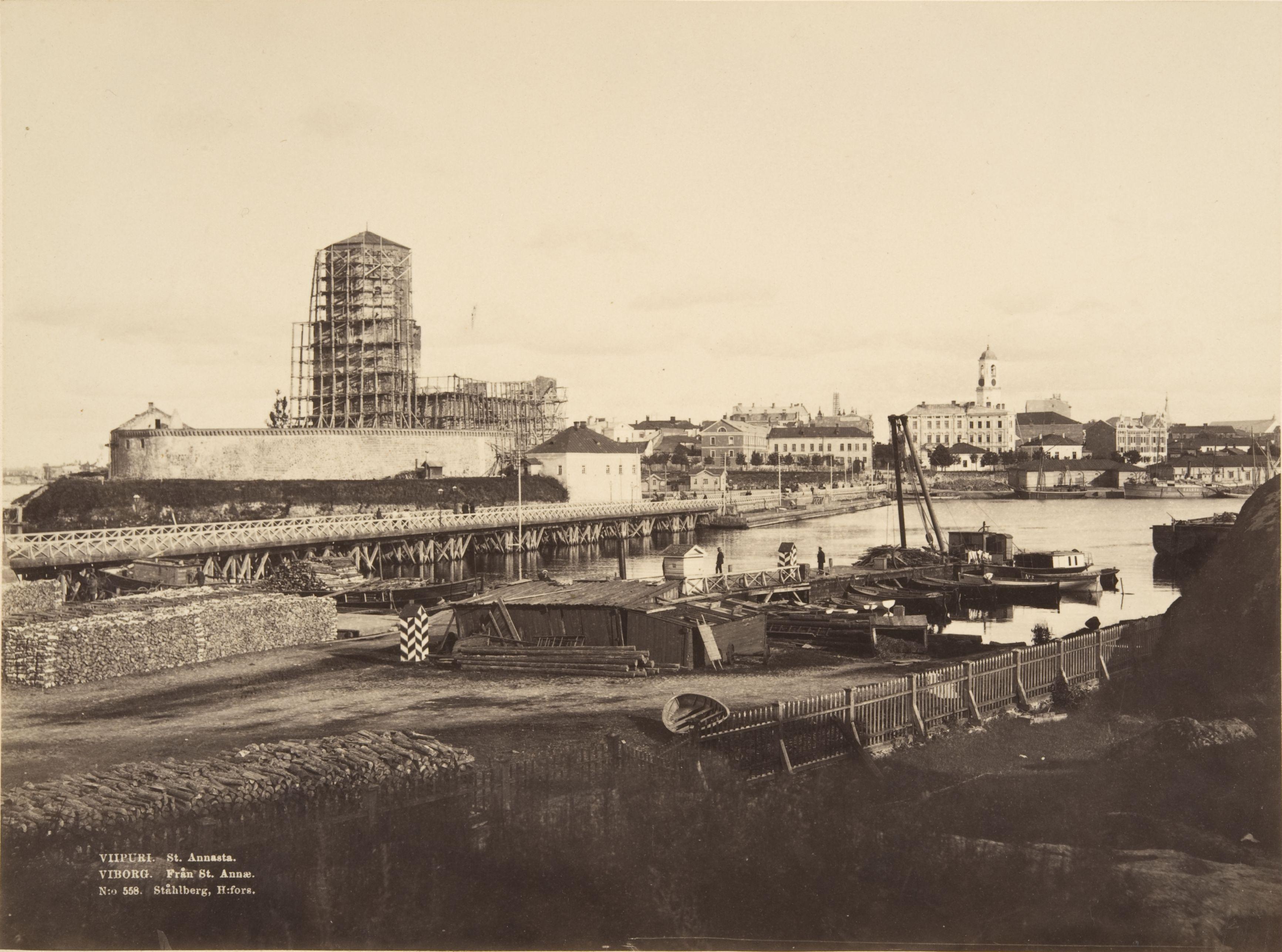Viipurin linnan restaurointitöiden aikaan 1890-luvun alkupuolella. (K. E. Ståhlberg / Museovirasto)