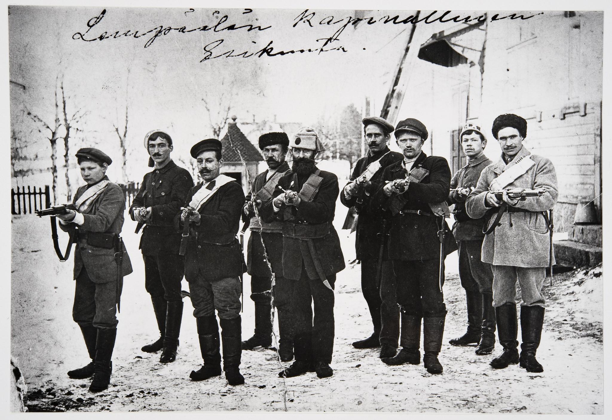 Lempäälän punakaartin esikunta 1918. (Museovirasto)