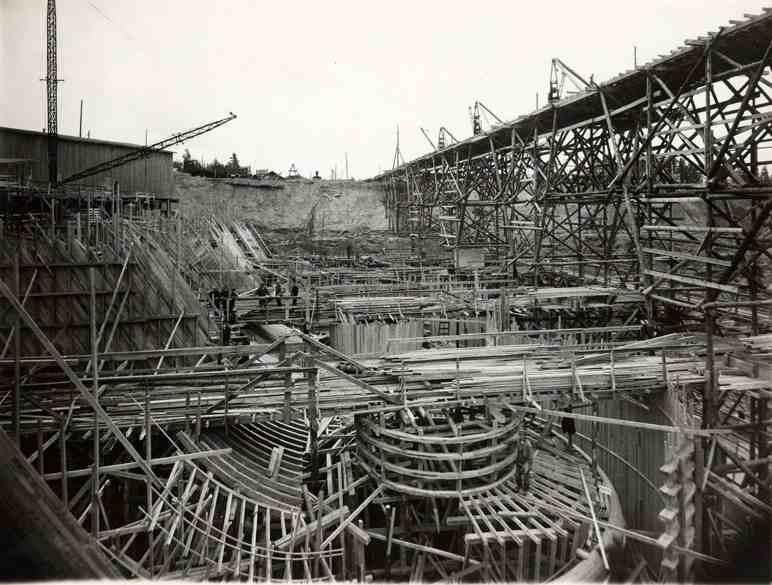Imatrankosken voimalaitos rakenteilla 1920-luvun puolivälissä. Työmaalla oli enimmillään töissä lähes tuhat henkilöä. (Lappeenrannan